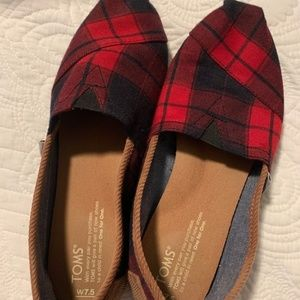 Tom's Plaid (Navy) 7.5 women's slip ons